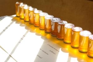 """Table de O. de Sépibus avec le """"miel de paysage de Sainte-Croix""""."""