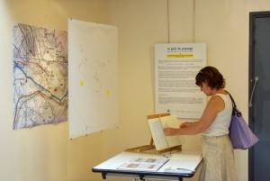 Entrée avec cartes de l'aire de butinage de Sainte-Croix et cahier de croquis de S. Cailleau.