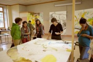 Performance d'élaboration d'une carte imaginaire de l'aire de butinage de Sainte-Croix selon le même procédé que durant la résidence #2 à Die.